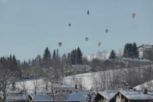 Veel balonnen in de lucht